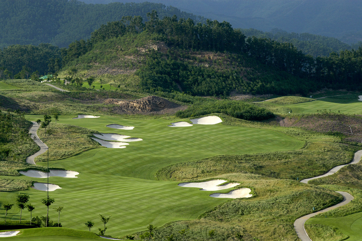 Norman-Course-Mission-Hills-Dongguan-1st-Hole